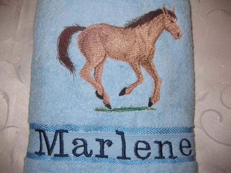 Handtuch 50x100 cm bestickt mit Pferdekopf mit oder ohne Namen wählbar